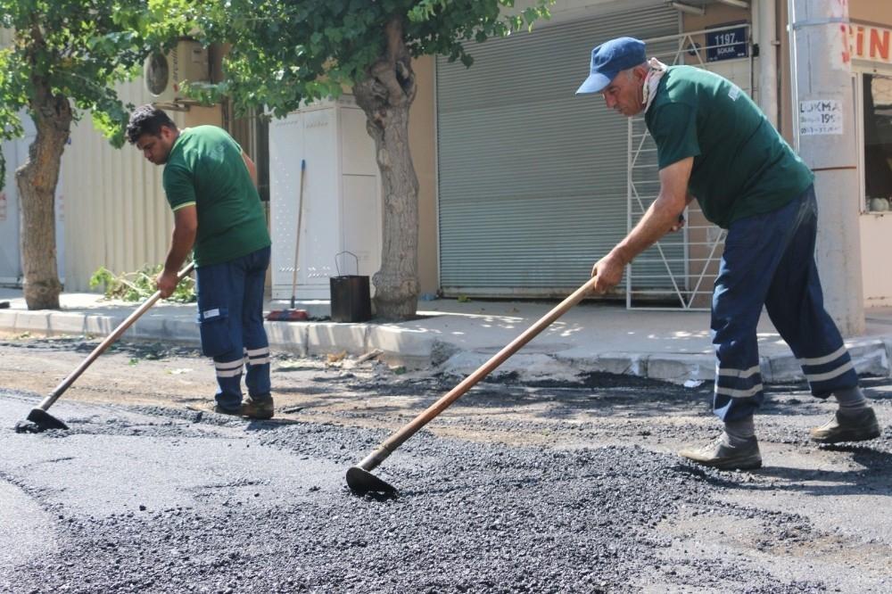 2020/08/konakin-sokaklarina-7-ayda-3-bin-800-ton-asfalt-20200801AW08-2.jpg