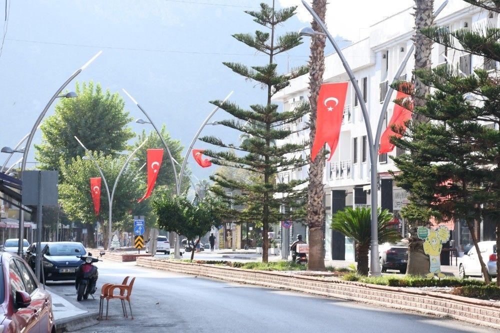2020/10/kemer-turk-bayraklariyla-suslendi-20201028AW15-3.jpg
