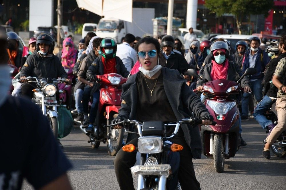 2020/11/pakistanda-motosikletci-kadinlardan-konvoy-20201121AW17-2.jpg
