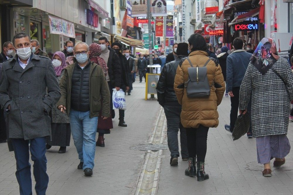 2020/11/yuzde-50-artis-etkilemedi-sokaklar-doldu-tasti-20201126AW17-1.jpg