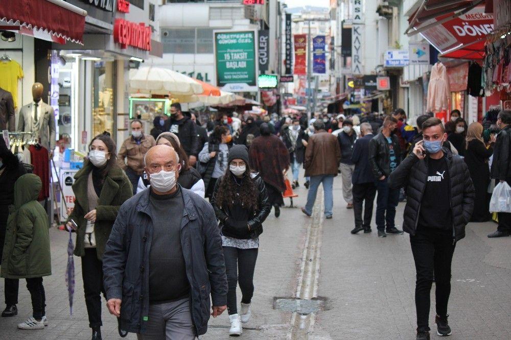 2020/11/yuzde-50-artis-etkilemedi-sokaklar-doldu-tasti-20201126AW17-2.jpg