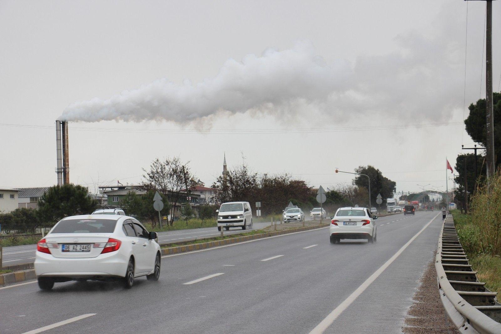 2021/04/bu-dumanlar-ilceyi-rahatsiz-ediyor-20210409AW29-1.jpg