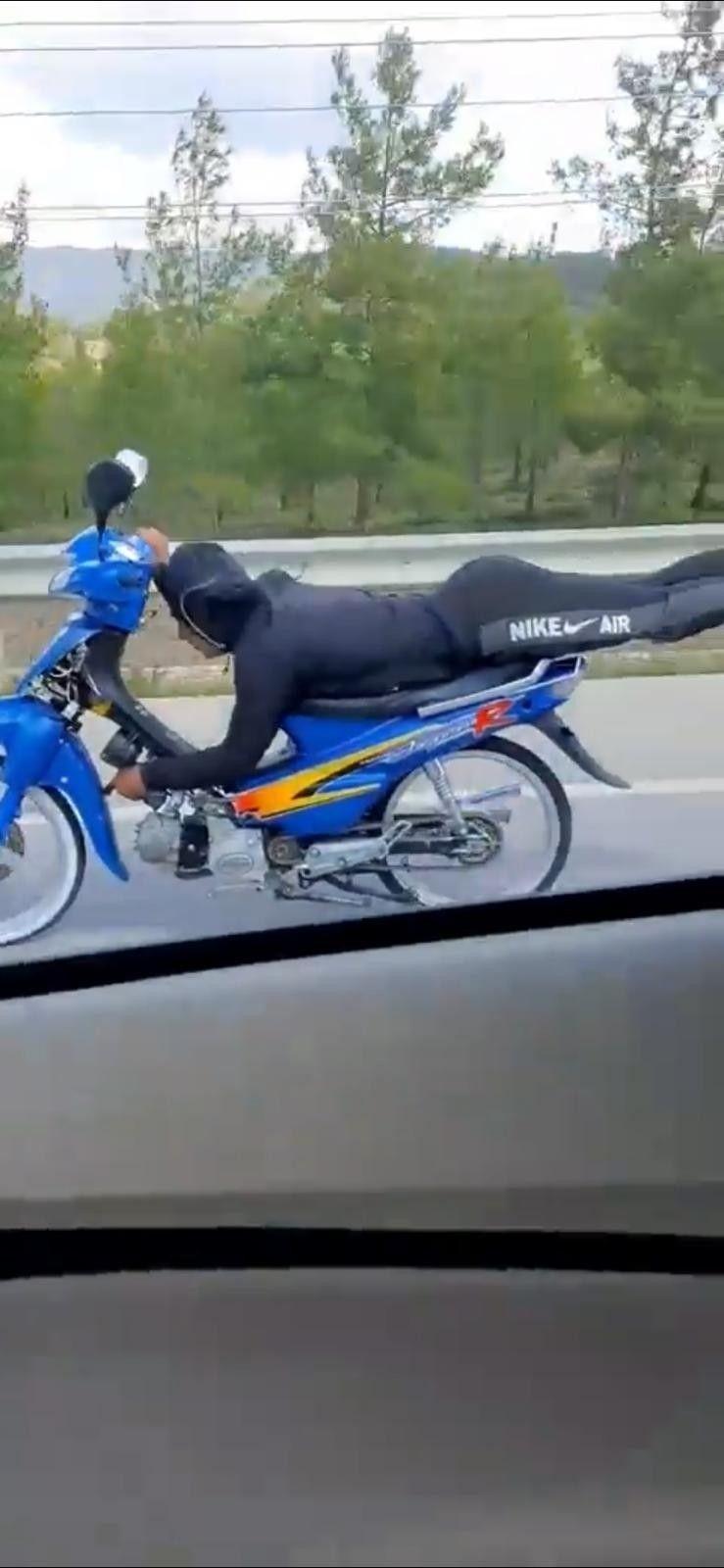 2021/04/yatarak-tek-elle-motosiklet-kullandi-20210402AW28-2.jpg
