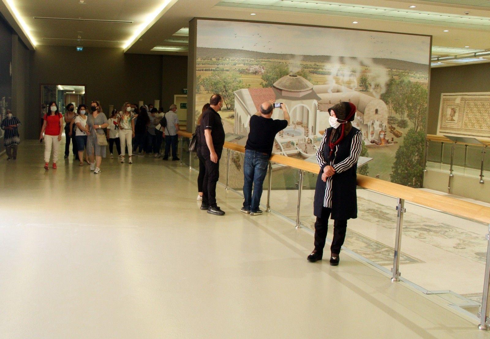 2021/06/dunyanin-en-buyuk-muzesi-ziyaretcilerini-bekliyor-20210613AW34-2.jpg
