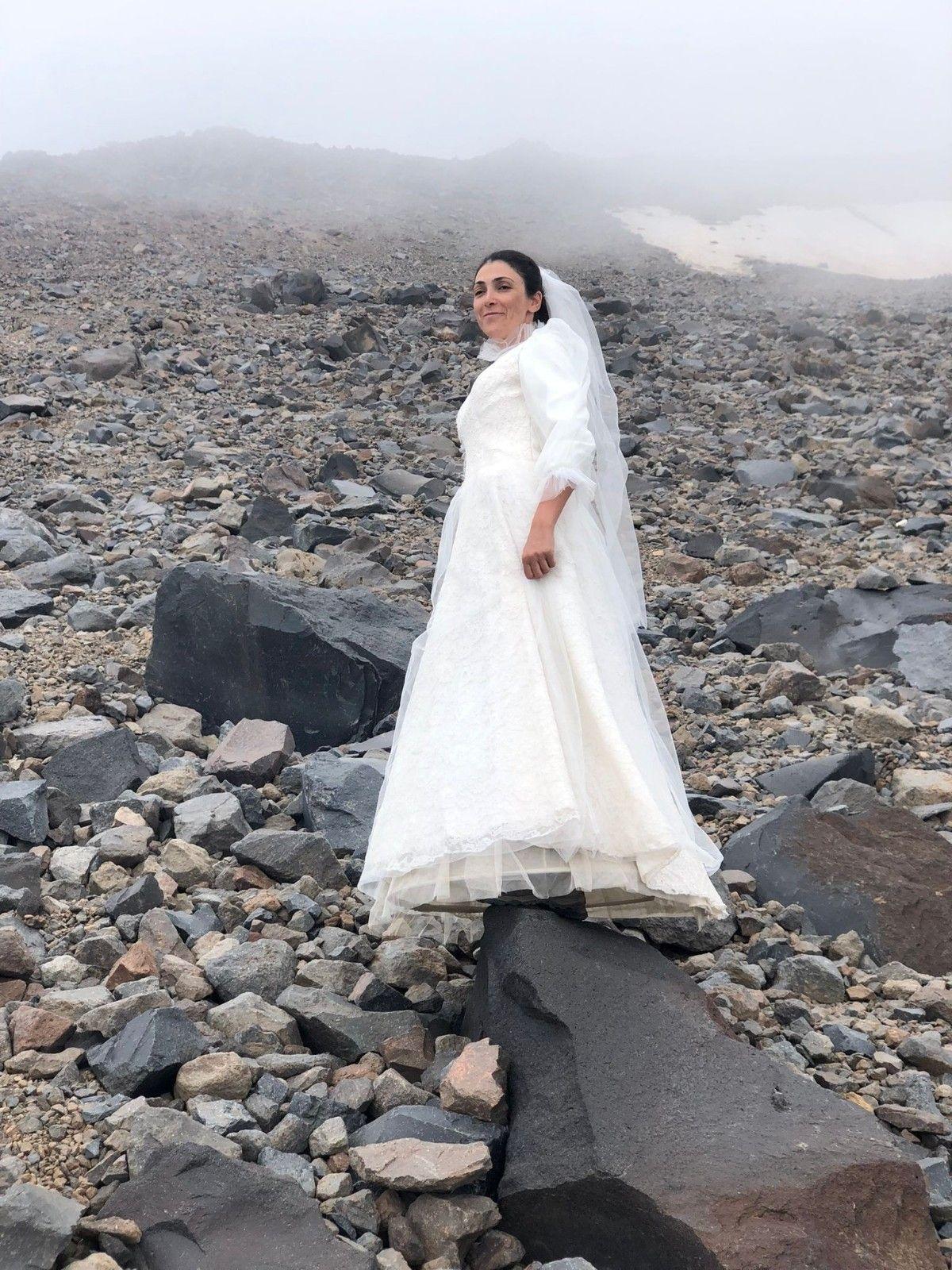 2021/07/gelinlik-giyip-agri-dagi-ile-evlendi-20210727AW37-2.jpg