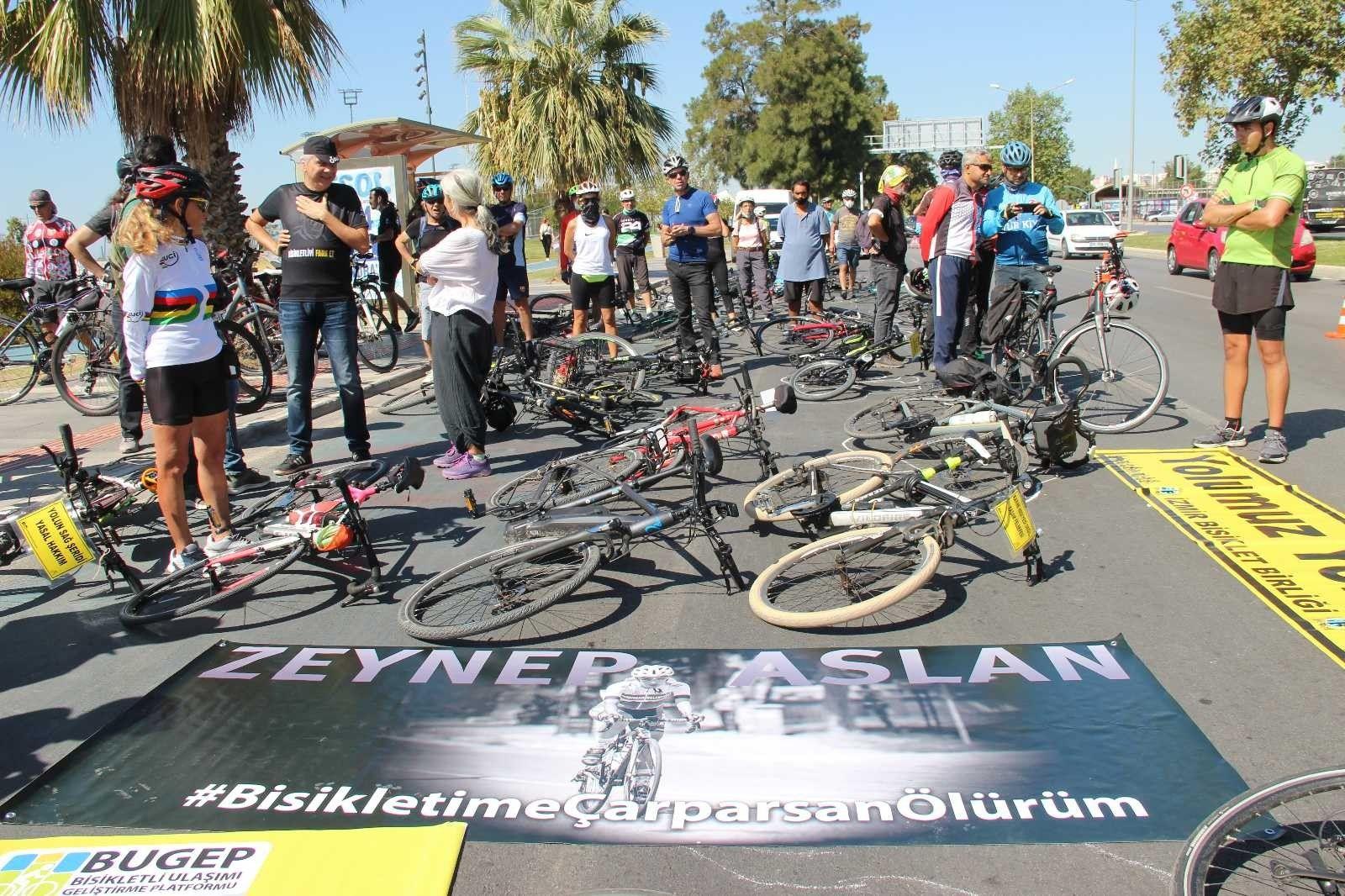2021/09/izmirli-bisikletciler-kefenli-eylem-yapti-20210925AW42-4.jpg