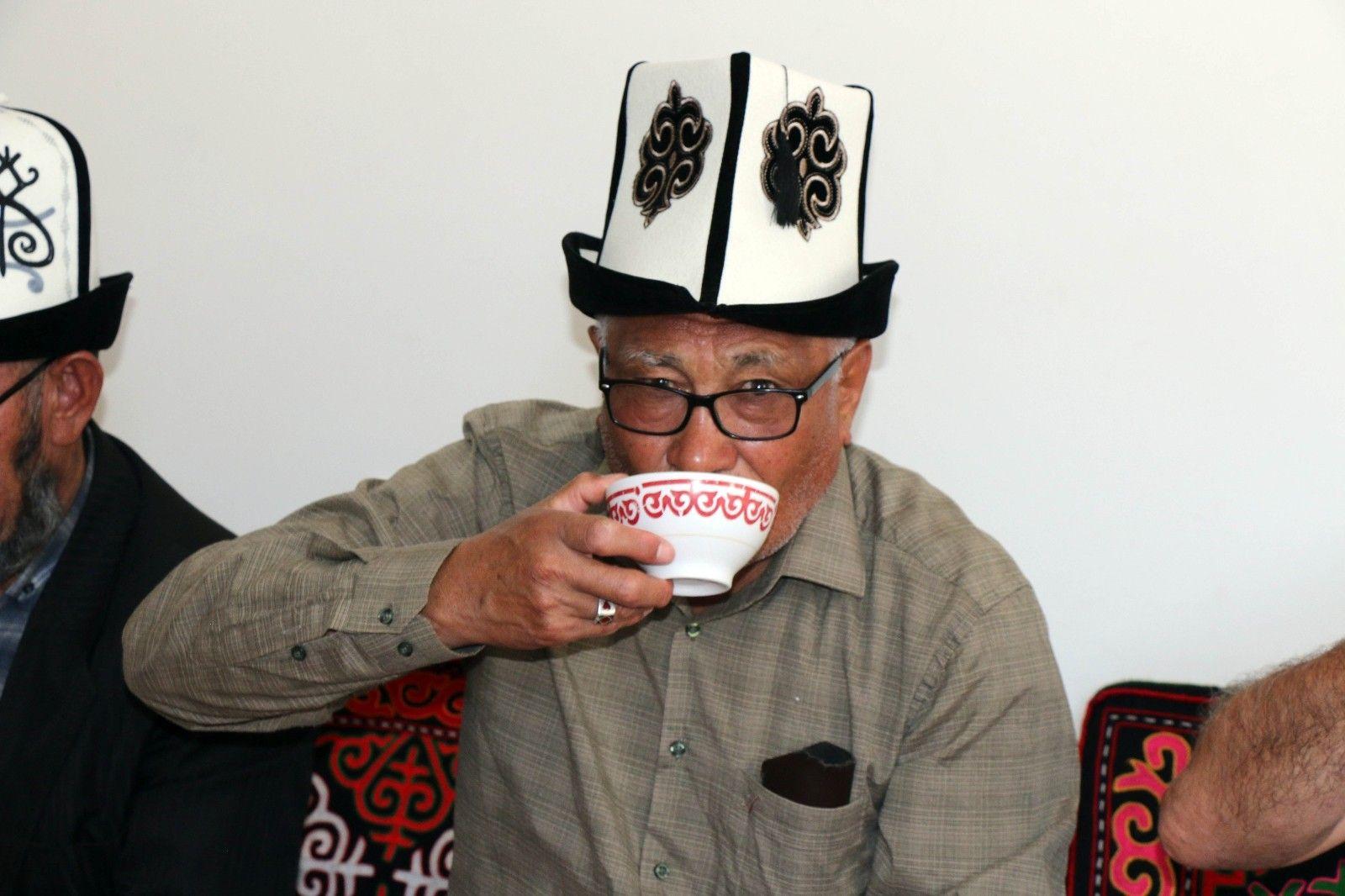 2021/09/kirgizlar-turkiyede-olmaktan-mutlu-20210919AW42-1.jpg