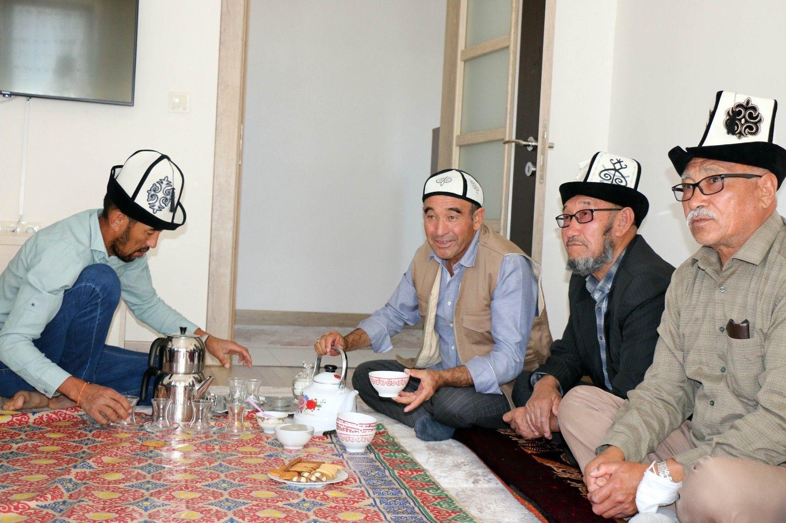 2021/09/kirgizlar-turkiyede-olmaktan-mutlu-20210919AW42-2.jpg