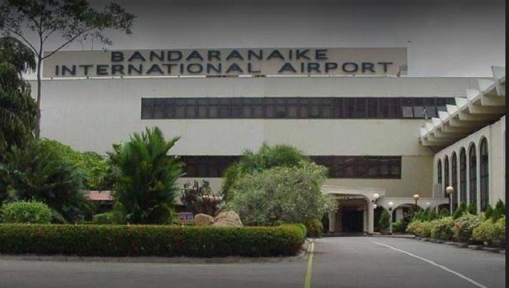 Sri Lanka havalimanı yakınında tespit edilen paketten bomba çıktı.