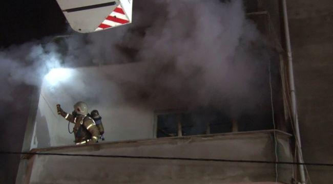 Yangında mahsur kalan 8 kişiyi itfaiye kurtardı