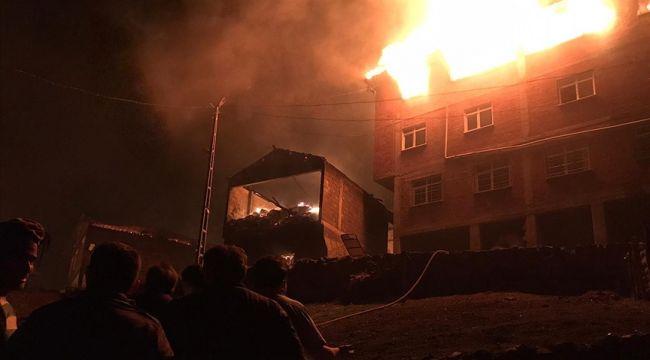 7 ev 2 samanlık yandı