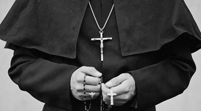 İsveç'te papaz tecavüz suçlamasıyla tutuklandı