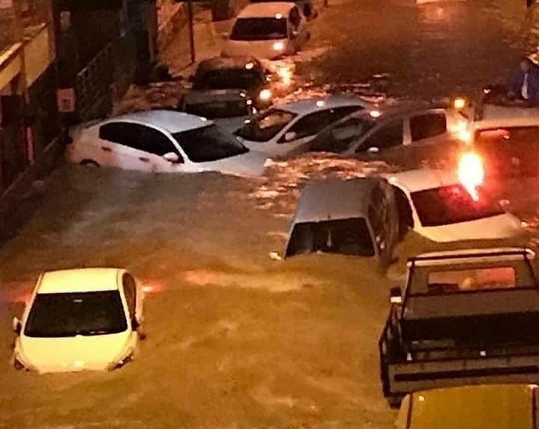 İzmir'de son durum: 212 iş yeri ve haneyi su bastı