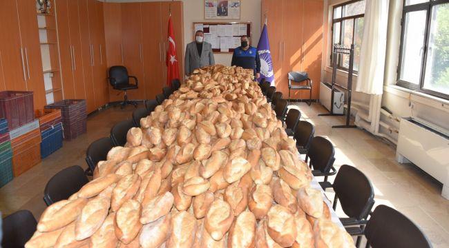 Açıkta satılan binlerce ekmeğe el konuldu