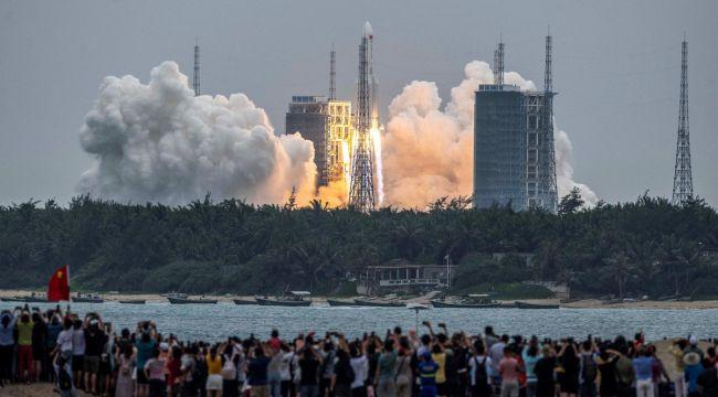 Çin roketi kontrolden çıktı, parçaları dünyaya düşebilir