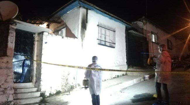 İzmir'de molotof atıldığı ileri sürülen müstakil evde yangın çıktı