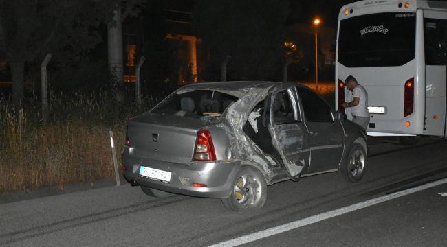İzmir'de servis aracı ile otomobil çarpıştı: 4 yaralı