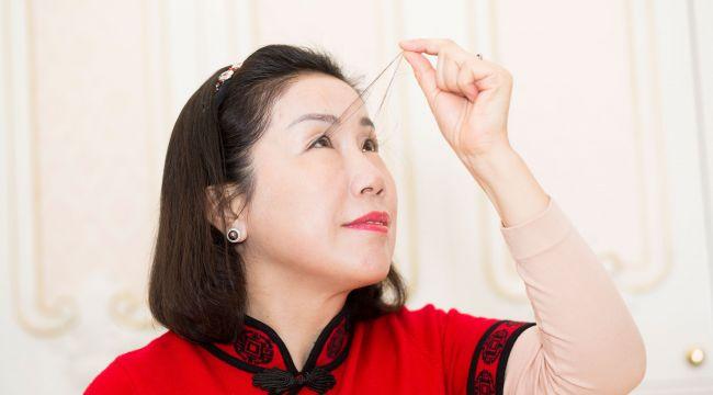 Çinli kadın kirpikleriyle ikinci kez dünya rekoru kırdı