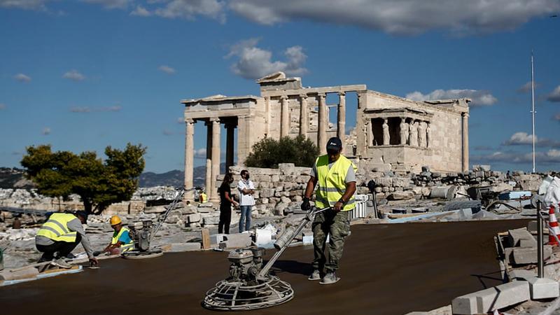 Skandal! Antik şehir Akropolis'e beton yol
