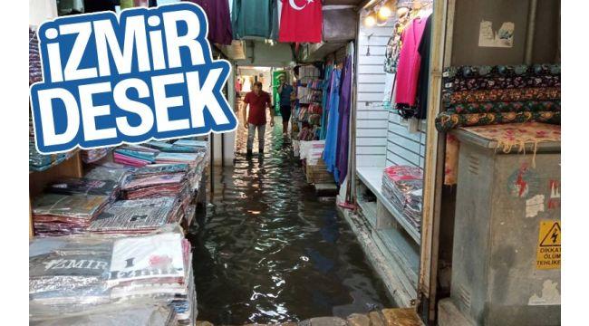 Yaz yağmuru Tarihi Kemeraltı Çarşısı'nı göle çevirdi