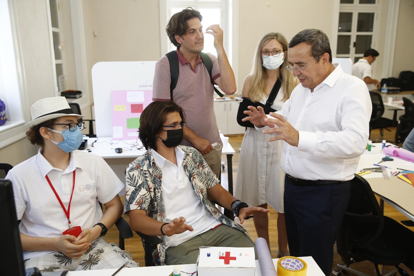Başkan Batur: Gençlere güvenim tam
