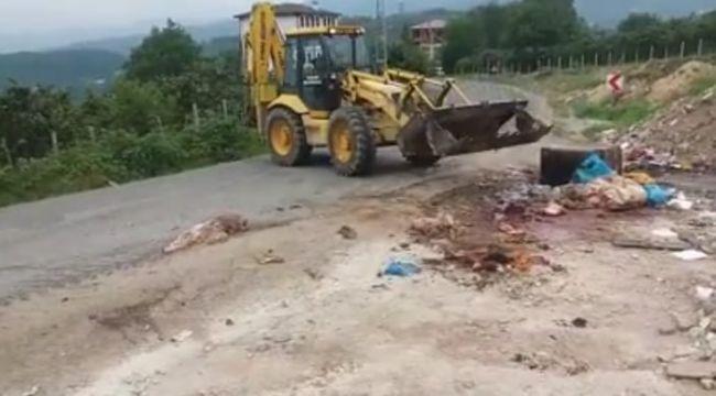 Çevreye atılan kurban atıkları, belediye tarafından temizlendi