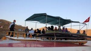 Bu tekne, ilçe nüfusunun 15 katı turist ağırladı