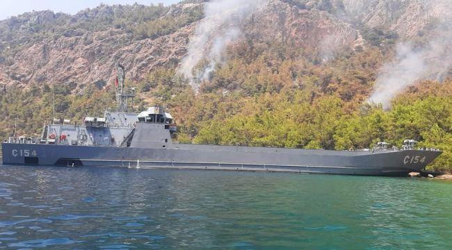 Deniz Kuvvetleri de yangınla mücadelede