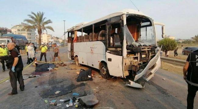 Havaalanına giden tur otobüsü takla attı: 3 ölü, 5 yaralı