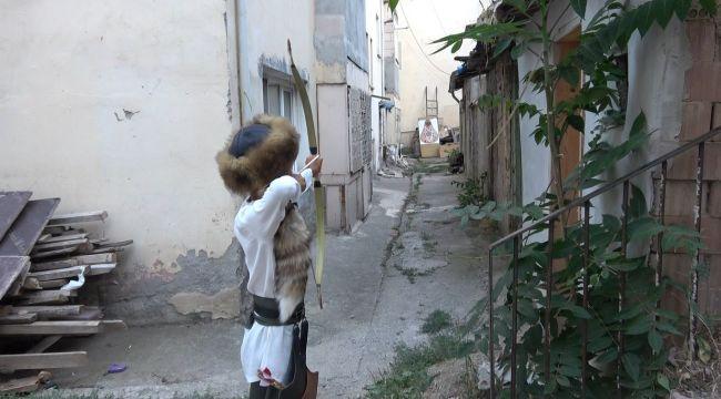 Kulüpsüz kalan okçu, sokak arasında şampiyonaya hazırlanıyor