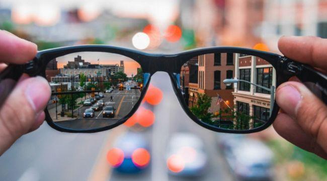 Bu gözlükler çeviri yapıyor, yol gösteriyor, fotoğraf çekiyor