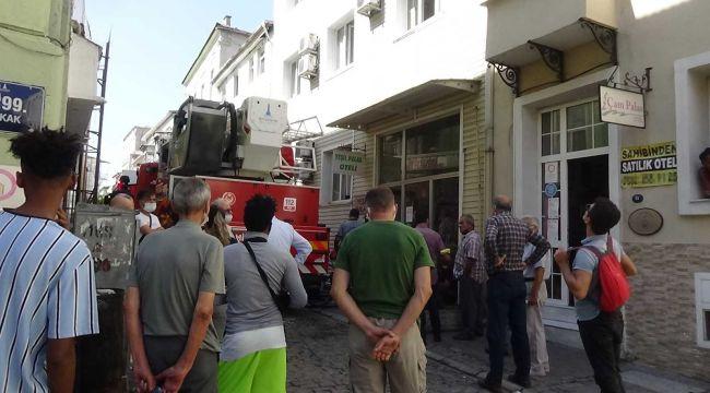 İzmir'de otelde yangın çıktı, dumandan 3 kişi etkilendi