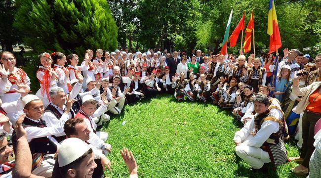 İzmir'den tüm dünyaya barış mesajı