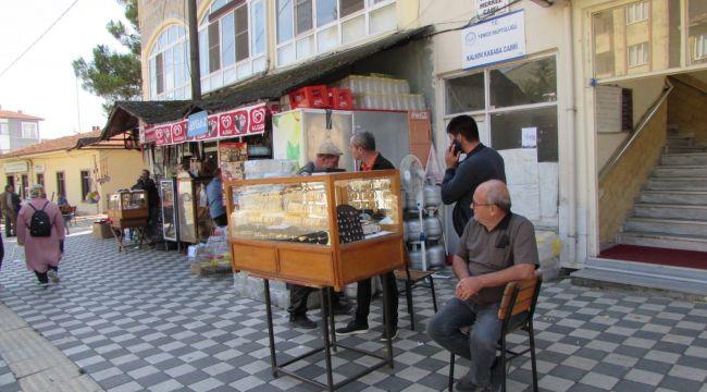 Simit satar gibi sokakta altın bilezik satıyor!