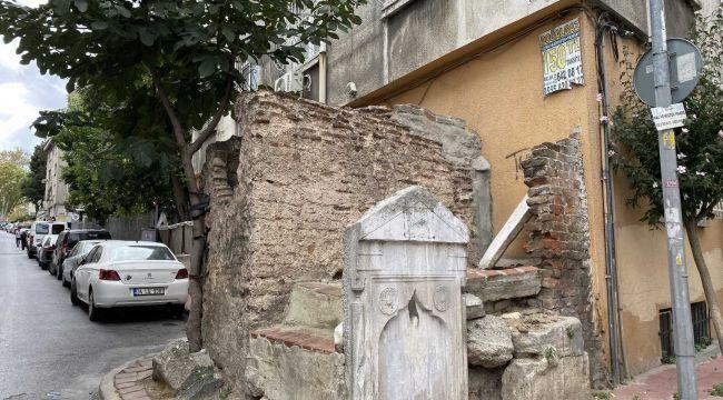 Sokak aralarında kalmış tarihi çeşmeler harap durumda