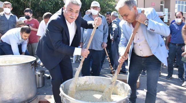 Torbalı'da festival coşkusu; Başkan Tekin, keşkek dövdü