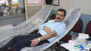 Duyarlı kahveci hayatını kan bağışına adadı