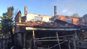 Öğrenciler evi yanan arkadaşları için 'bir tuğla da biz koyalım' dedi