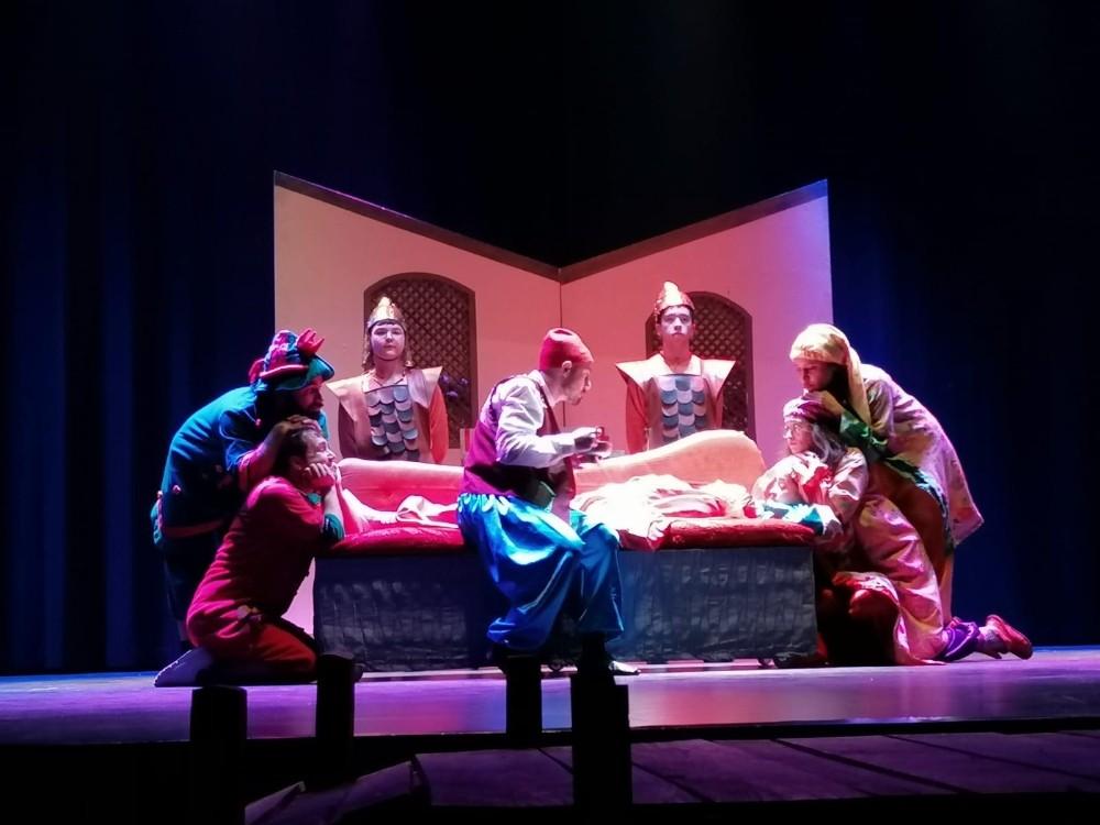 Manisalı çocuklar karne sevincini tiyatro oyunuyla pekiştirecek