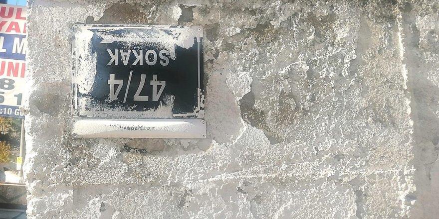 Böyle sokak tabelası gördünüz mü?