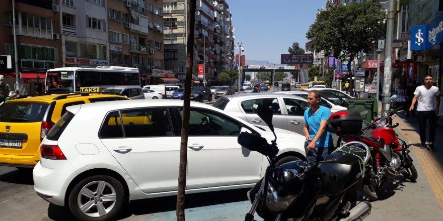 Bayramyeri otobüs durağına araçlar park etmiyormuş!.