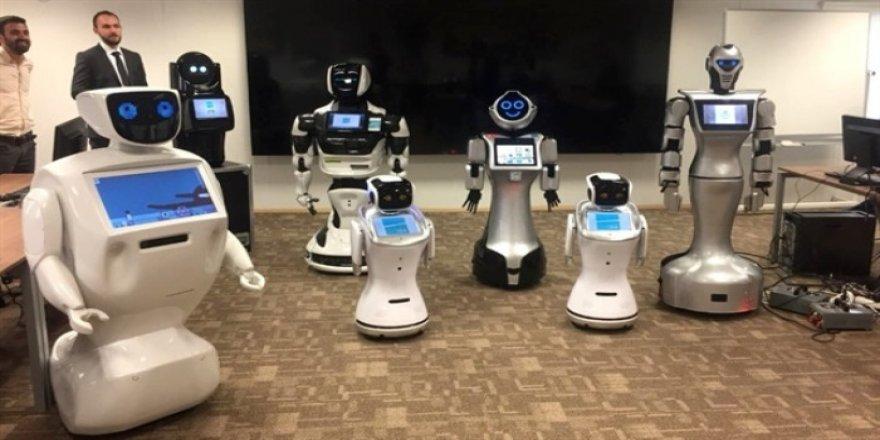 İstanbul Havalimanı'nda İngilizce, Türkçe konuşan robotlar teste başladı